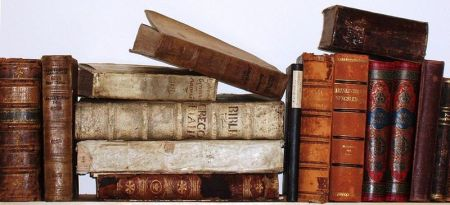Diverse Bücher (Bücherhaufen) aus dem 16., 17. und 18. Jahrhundert, aus meinem Besitz (User:Gnosos), selbst Fotografiert